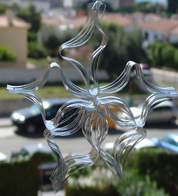 Lalibelula adornos de navidad hechos con botellas de plastico for Adornos navidenos hechos con botellas plasticas