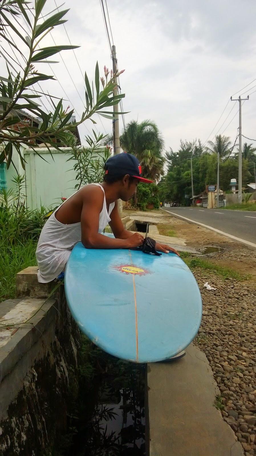 surfing lesson in cimaja jakarta