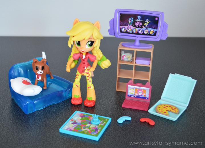 My Little Pony Equestria Girls Minis Applejack Slumber Party Games Set at artsyfartsymama.com