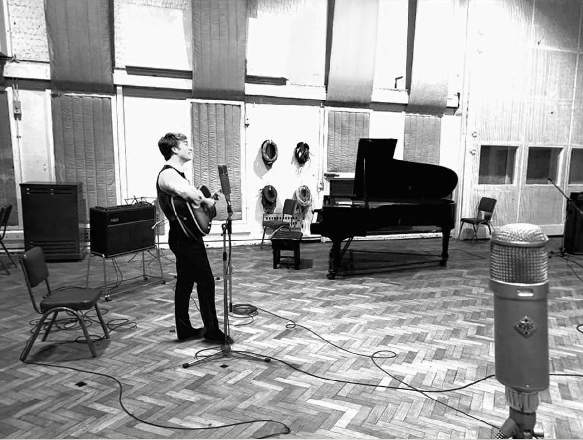 Ultimate Collection Of Rare Historical Photos. A Big Piece Of History (200 Pictures) - John Lennon at Abby Road Studios