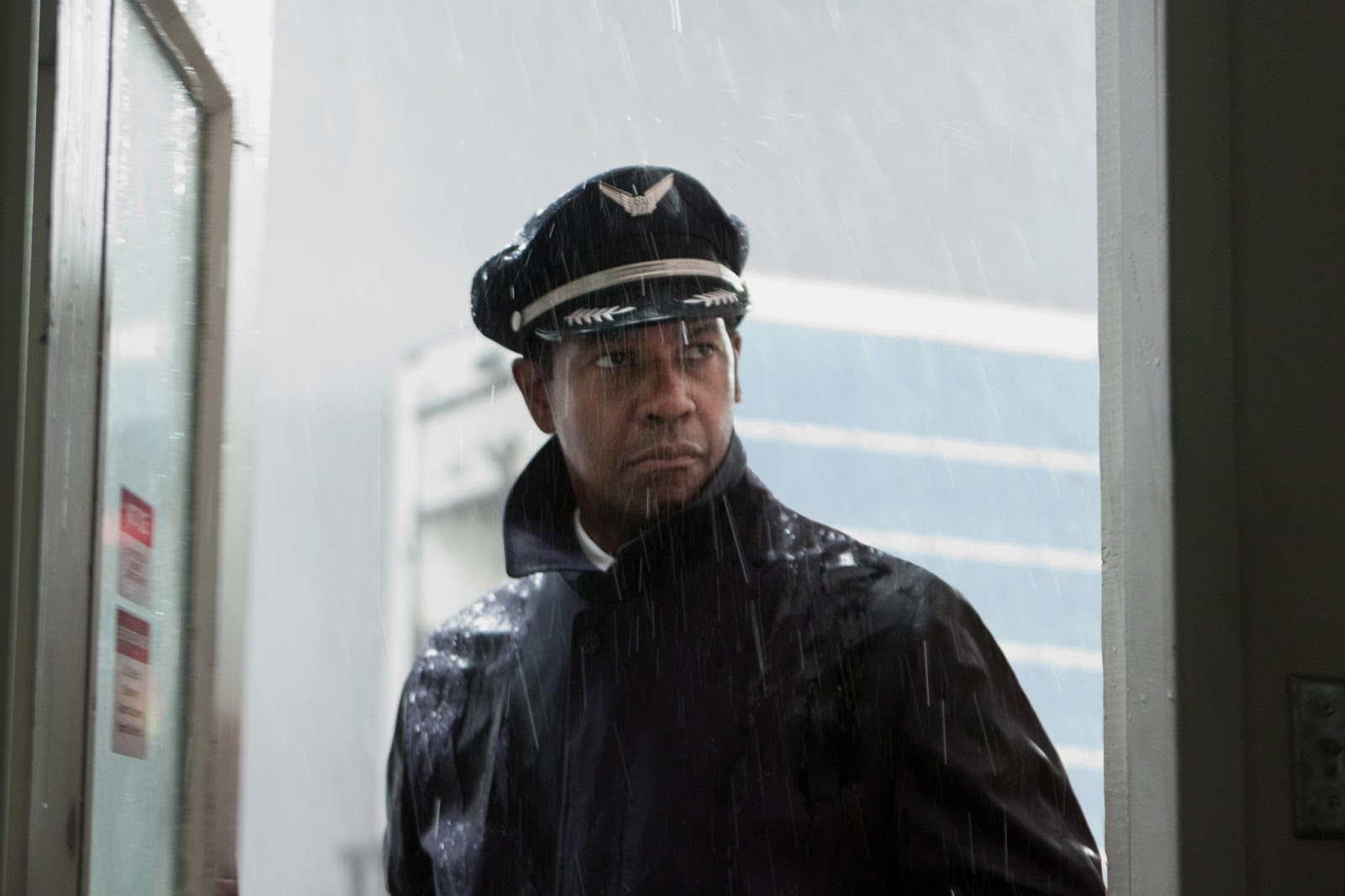 The Ace Black Blog: Movie Review: Flight (2012)