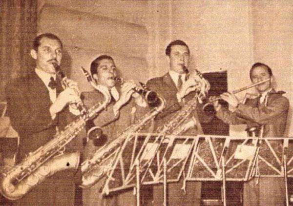 La sección saxos y clarinetes de Héctor y su jazz