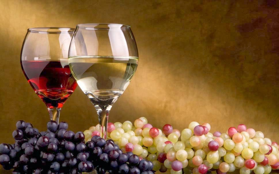 wine-grapes-glasses