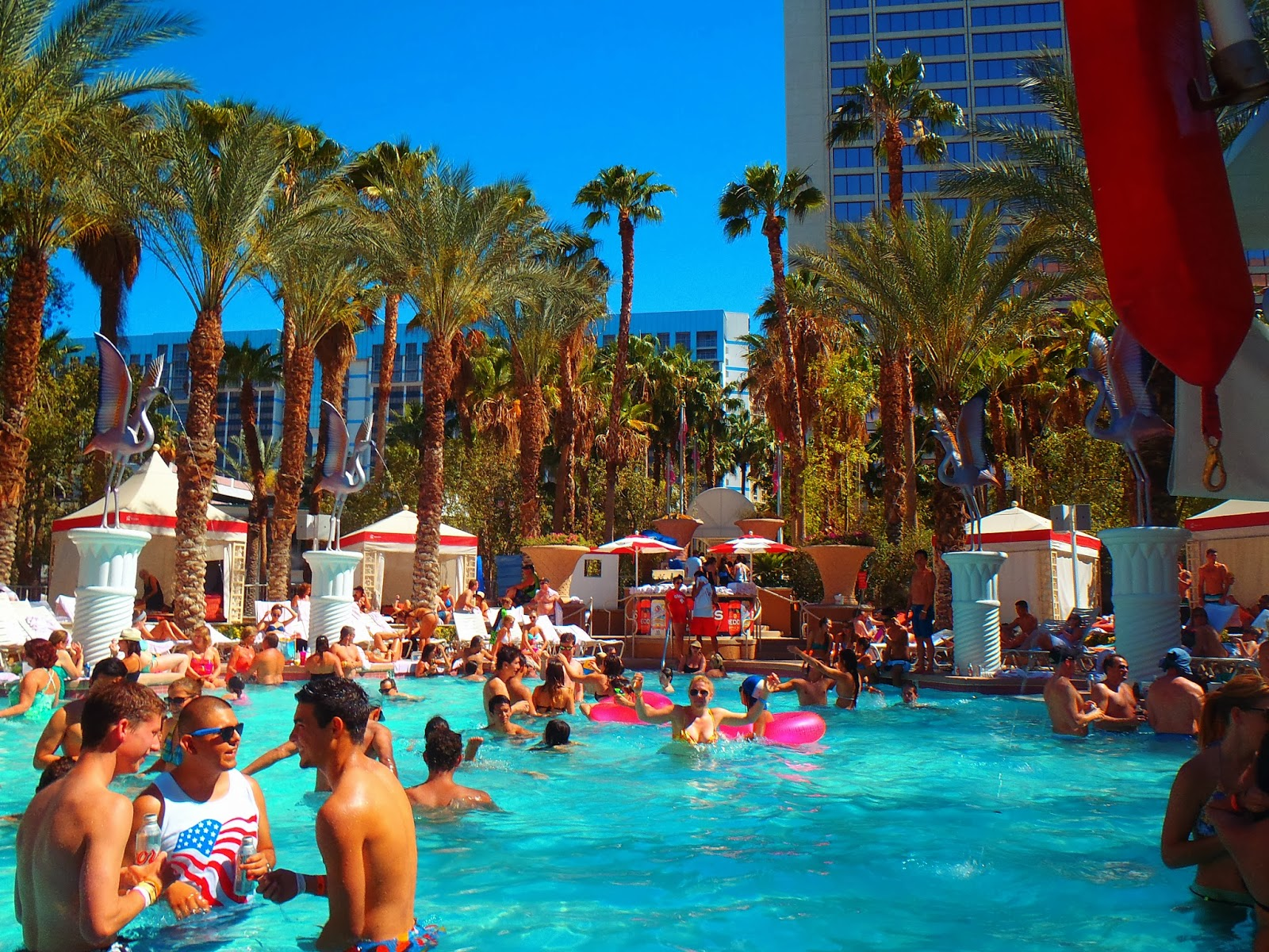 busy pool in sunny las vegas