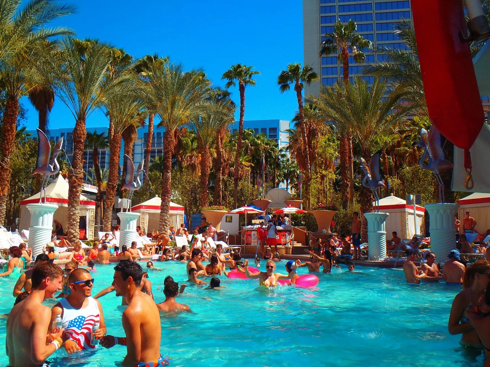busy pool in sunny las vegas