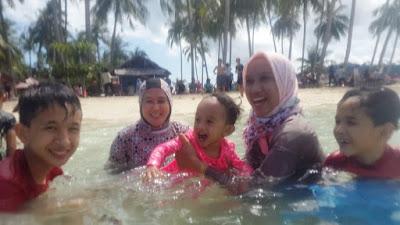 berenang di pulau pasumpahan padang sumatra barat