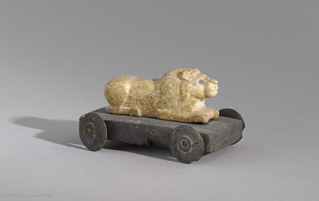 Prehistoric Iranian toys or votive carts?