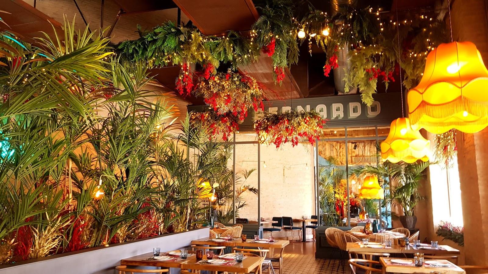 Decoracion Para Bar. Good Cafeteria Con Mesa De Ping Pong With ...