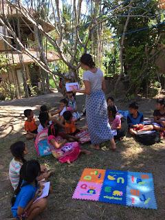 Eider durante su voluntariado en  Bali