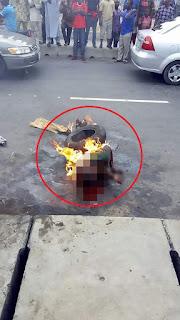 Astagfirullah ! Curi Makana,n Bocah Ini Dipukuli, Dikalungi Ban Lalu Dibakar Hidup-hidup