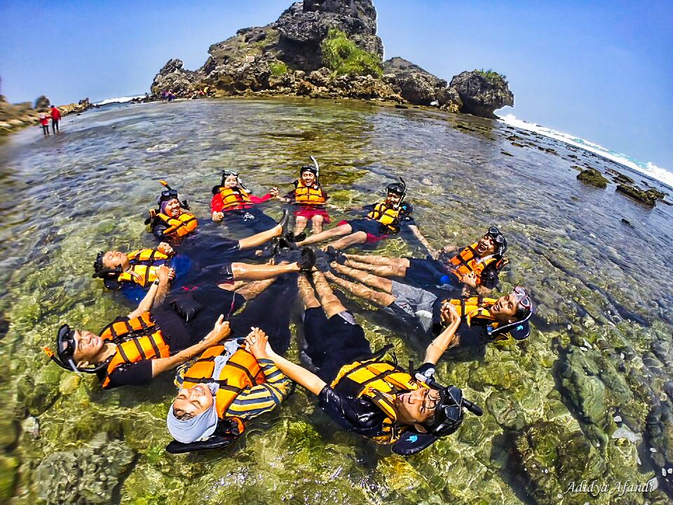 Pantai Nglambor Snorkeling Tiket Masuk Pantai Nglambor Outing Jogja Paket Outing Wisata Ke Yogyakarta