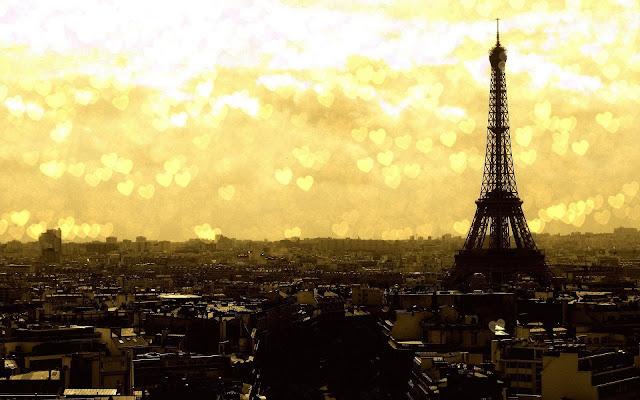 Foto Eiffeltoren in Parijs met liefdeshartjes in de lucht