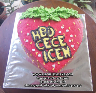 Kue Tart Bentuk Strawberry