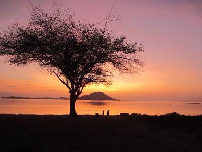 Senja di Pulau Kanawa, Flores, NTT