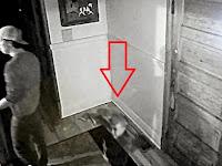 Dua Hantu Bocah Tertangkap Kamera CCTV