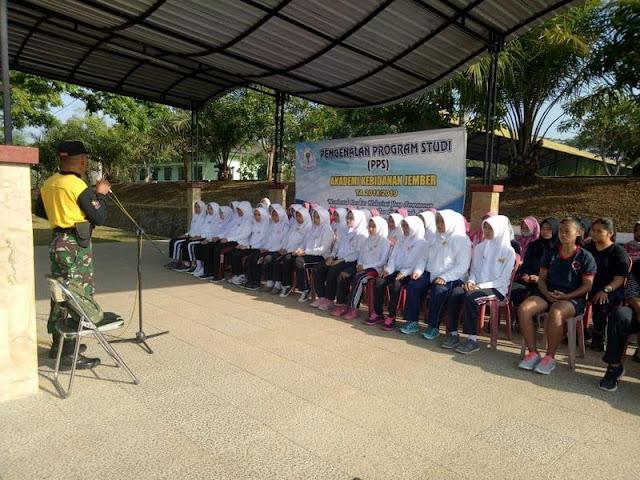Brigif Raider 9 Kostrad Gelar Outbond Leadership Siswi Akbid Jember