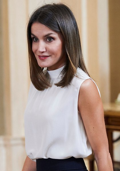 Queen Letizia met National U-17 women's soccer team. Queen-Letizia wore BOSS High Waist Wide Leg Pants