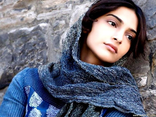 Sonam Kapoor Images, Hot Photos & HD Wallpapers