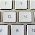 Ai idee de ce exista proeminente pe tastele F si J de la calculator?