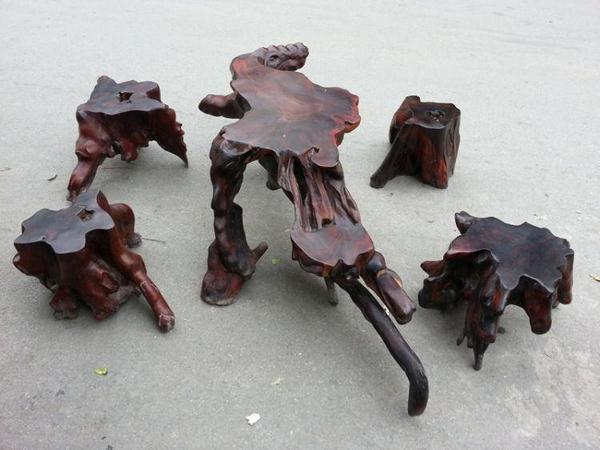 So sánh bàn ghế gốc cây gỗ trắc với bàn ghế phần thân
