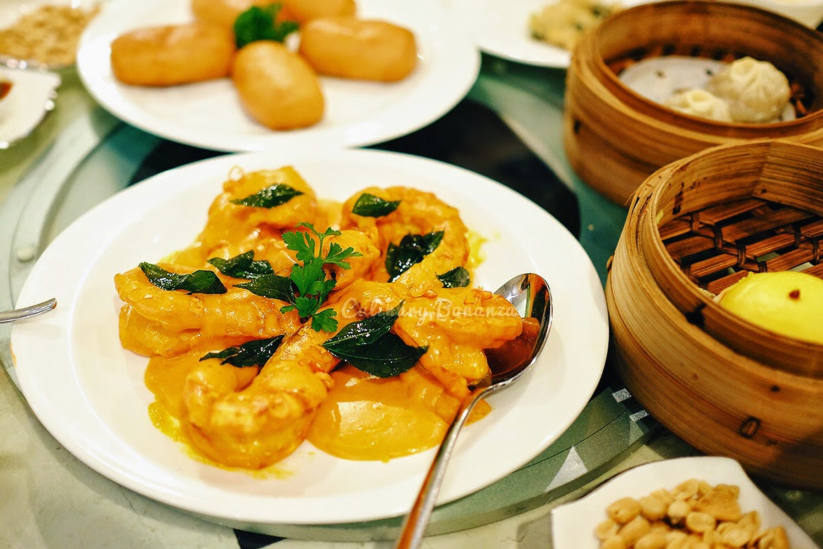 sauteed king prawns with pumpkin cream, served with fried mantou bun