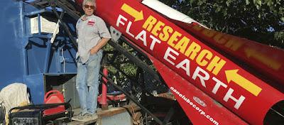 Ο «τρελό- Μάικ» εκτοξεύτηκε με πύραυλο για να αποδείξει ότι η Γη είναι επίπεδη