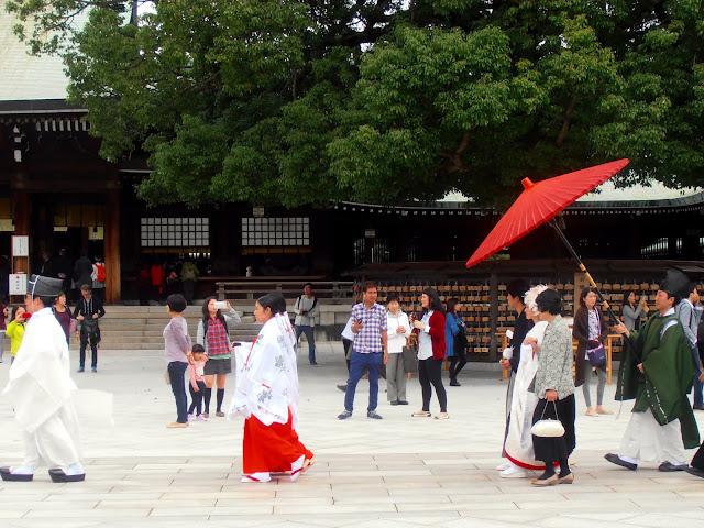 Celebración de una boda sintoista en el Meiji Jingu, dentro del parque yoyogi