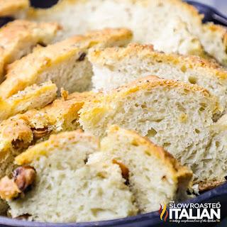 Easy Roasted Garlic No Knead Skillet Bread