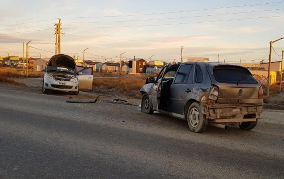 Dos conductores lesionados en choque