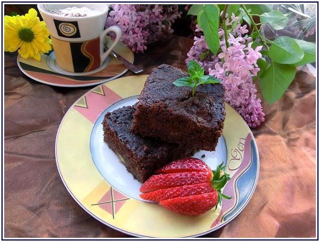 http://lecker-mit-gerim.blogspot.de/2014/11/bananen-brownie-schokolade-und-banane.html