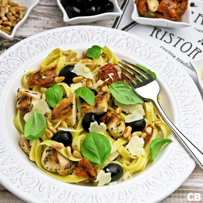 Recept Pasta met gegrilde kip en semi-gedroogde tomaatjes
