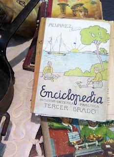 Antiguo libro escolar en Granadantigua