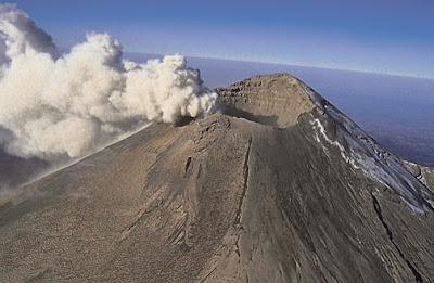 Imagen de un volcán escudo a color