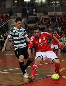 09b781e82a Houve dérbi de futsal com o Benfica a vencer o Sporting por 3-1 e a voltar  para a liderança do campeonato