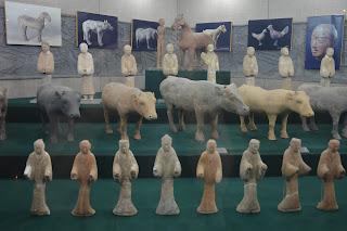 Statuettes au mausolée de Jing
