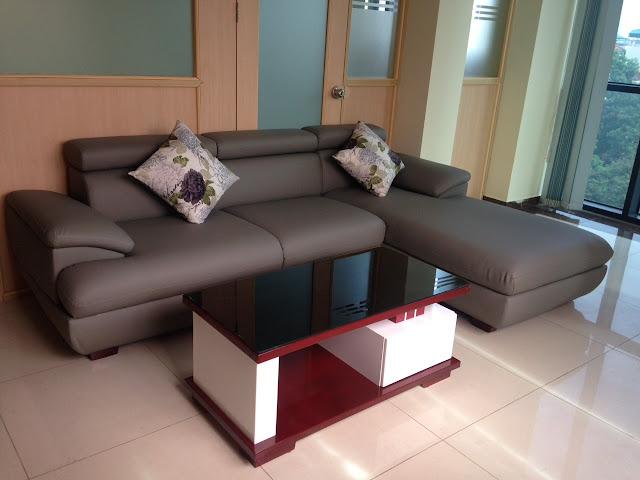 Hình ảnh Mẫu ghế sofa da góc chữ L có kích thước khoảng 2m6 x 1m7 chụp thực tế tại nhà khách hàng