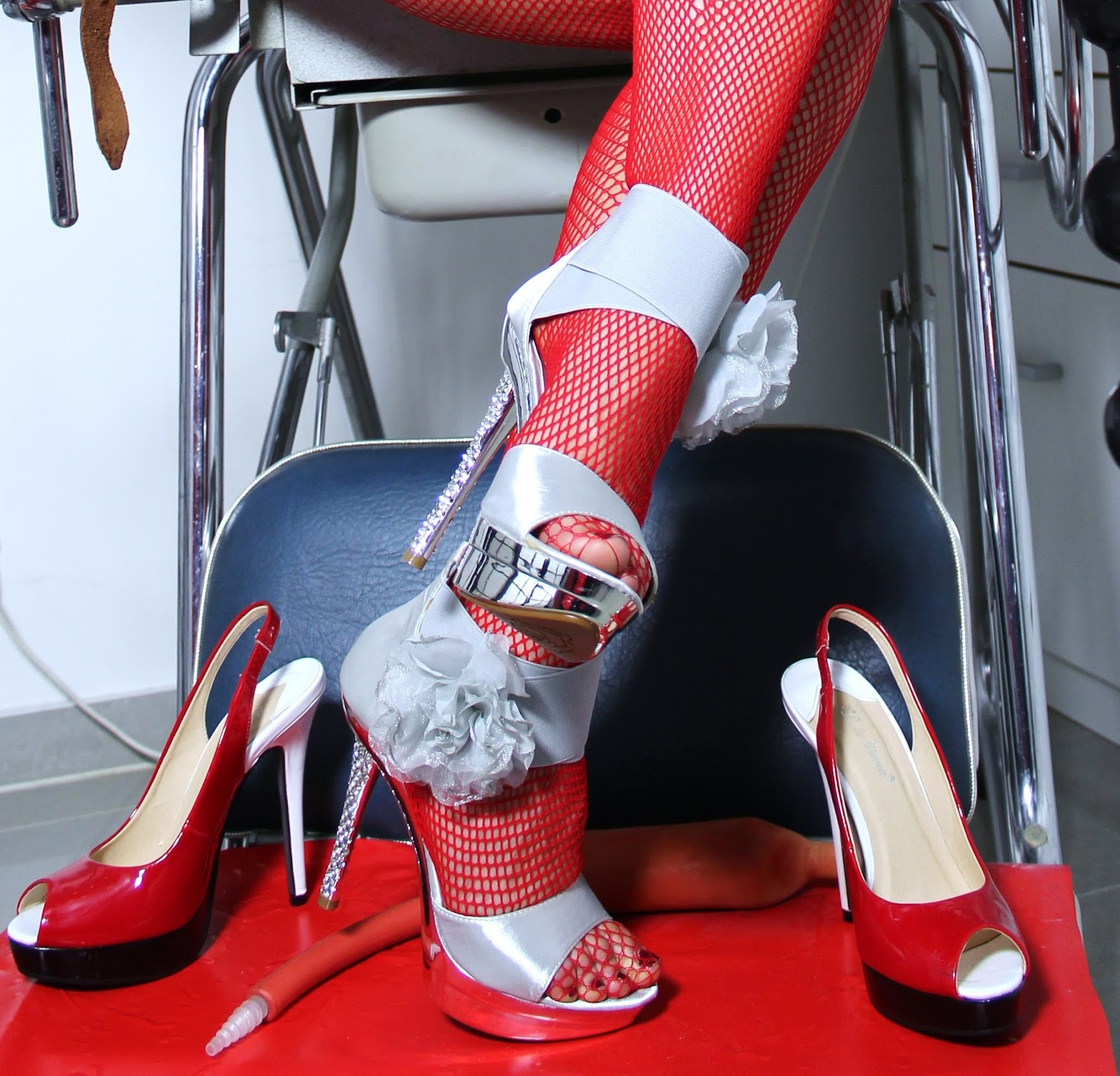 Lady Alina's High Heels in Klinikpraxis