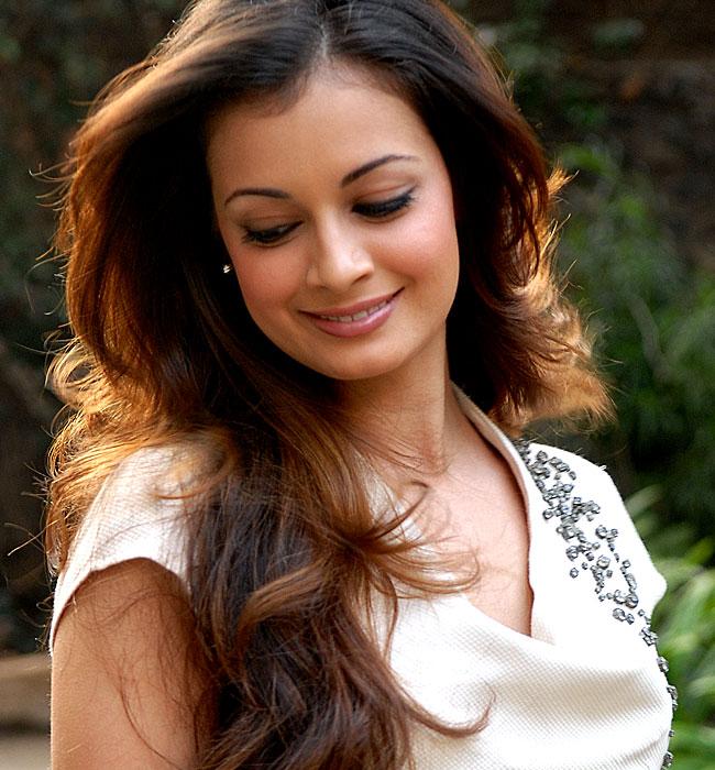 BOLLYWOOD FASHION  Diya Mirza in Sexy Looking a36d10a3b