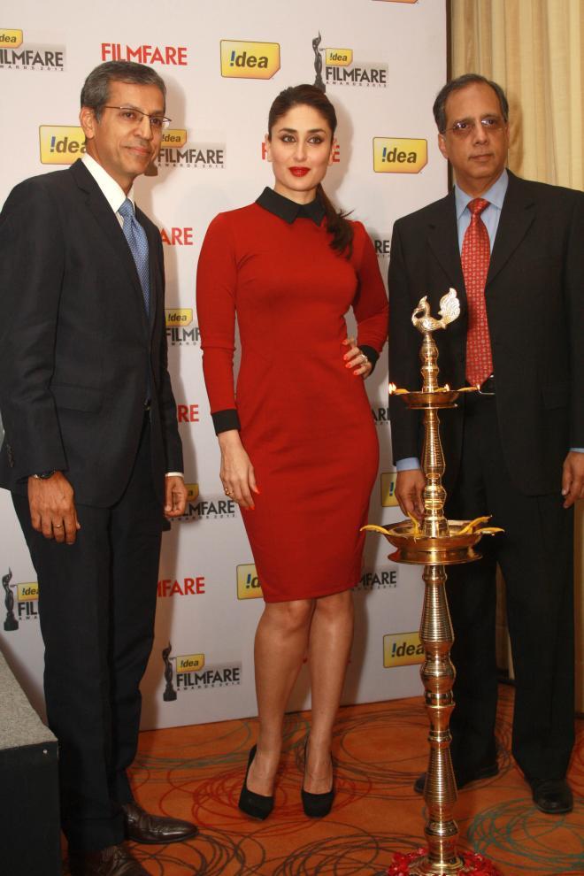 Kareena Kapoor Beautiful Pics In Red Dress