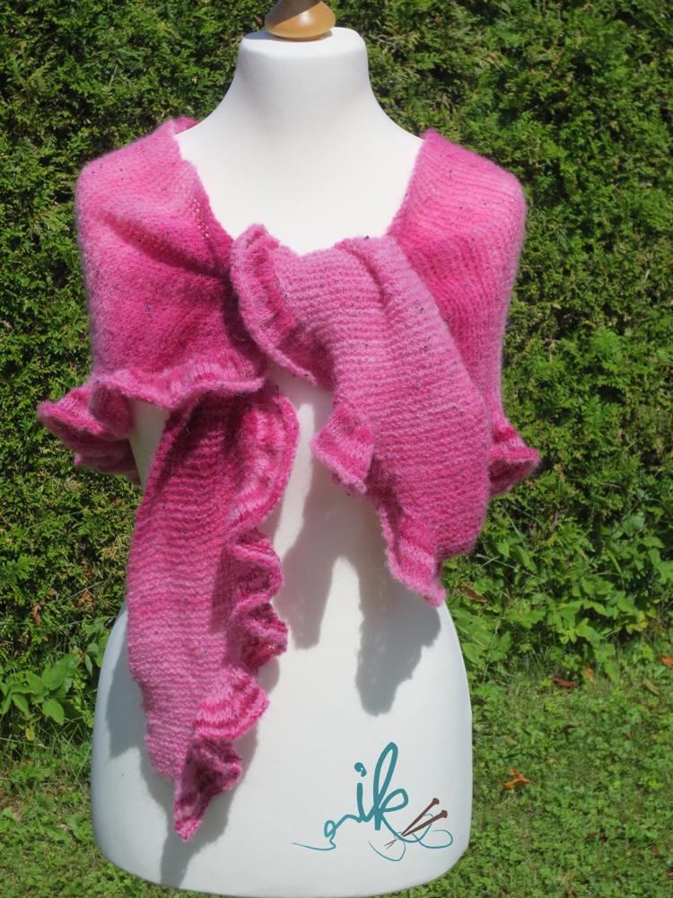 rosy shawl strickanleitung f r tuch mit r schen. Black Bedroom Furniture Sets. Home Design Ideas