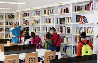Fotografía de una actividad de animación a la lectura en la biblioteca de Llíria (Valencia)