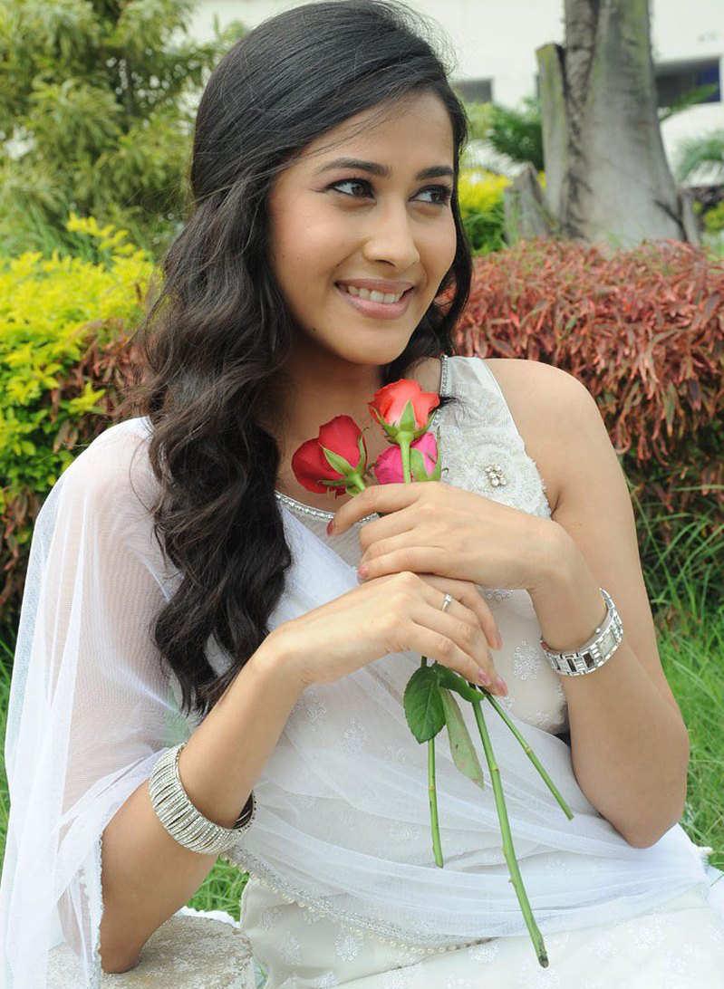 Star Plus Most Popular Beautiful Serials Actress Photos Gallery