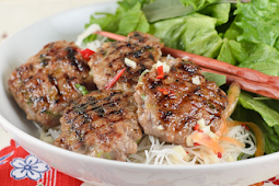 Noodle Salad With Roast Beef and Fresh Vegetables