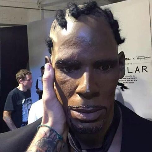 Museum makes terrible waxwork of R Kelly.