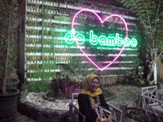 Lily Rosyadah di De Bamboo Resto and Cafe, Batu