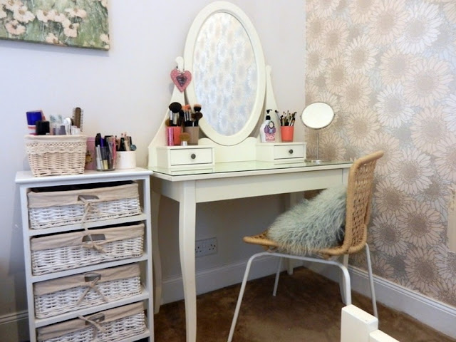 corner vanity table with storage