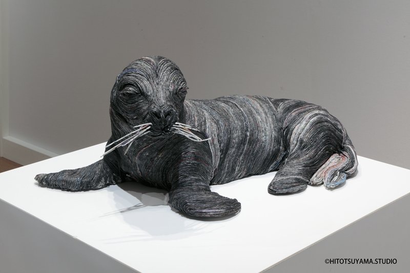 06-Baby-Seal-Hitotsuyama-Studio-Chie-Hitotsuyama-Upcycling-Paper-to-make-Animal-Sculptures-www-designstack-co
