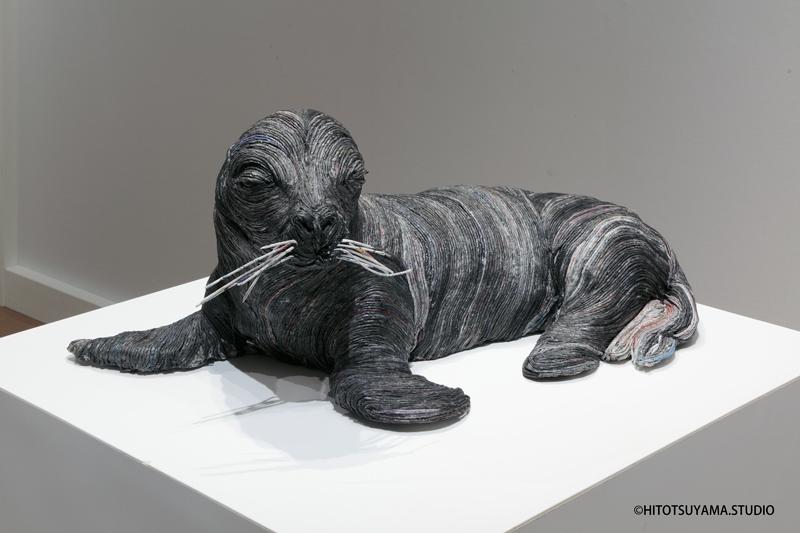 06-Baby-Seal-Hitotsuyama-Studio-Chie-Hitotsuyama-Upcycling-Paper-to-make-Animal-Sculptures-www-designstack-co