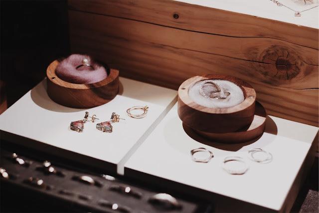 Biżuteria Bizoe , obrączki, pierścionki, perły. Biżuteria ślubna. Targi Happy Together.