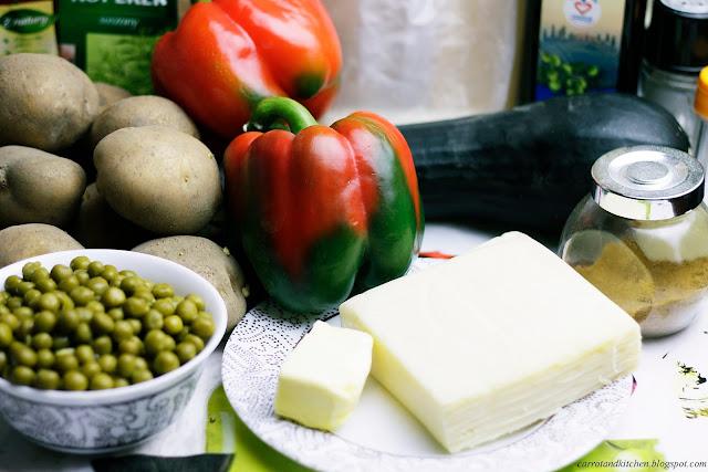 Puree ziemniaczane, krążki cukinii i faszerowane papryki